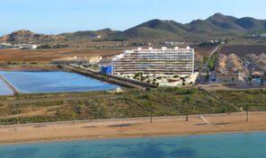 Новые квартиры на первой линии пляжа от застройщика в Ла Манга